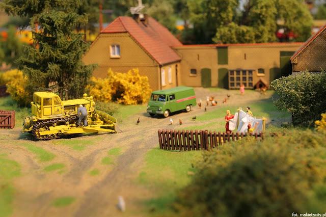 Wielka makieta kolejowa - życie na wsi