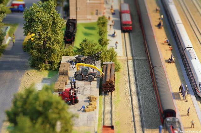 Wielka makieta kolejowa - perony
