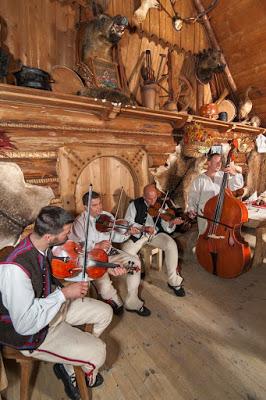 Gdzie zjeść w Zakopanem - górale przygrywają do kotleta