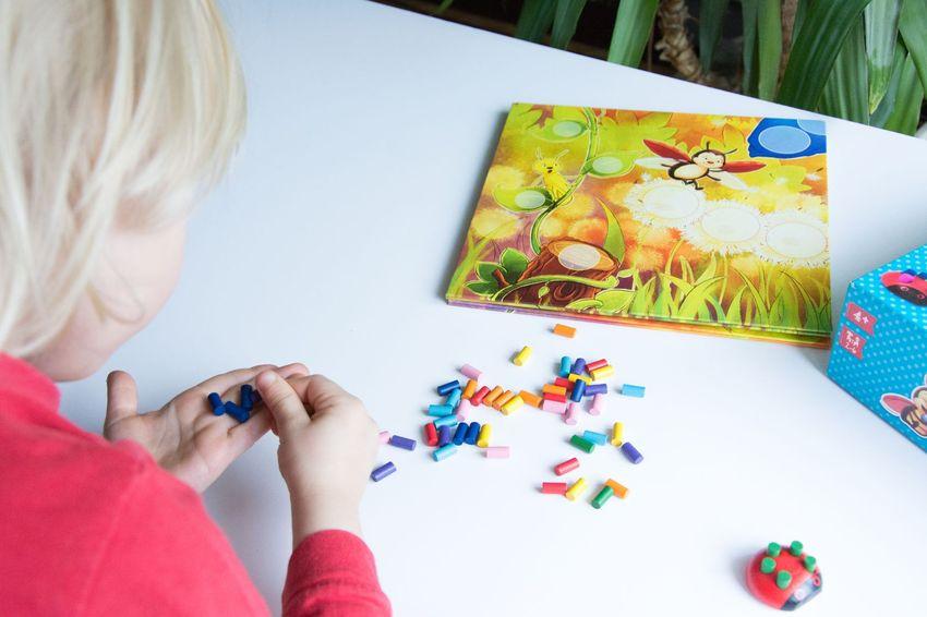 Kolorowe Biedronki - kooperacyjna gra dla przedszkolaka, cudowneipozyteczne.pl
