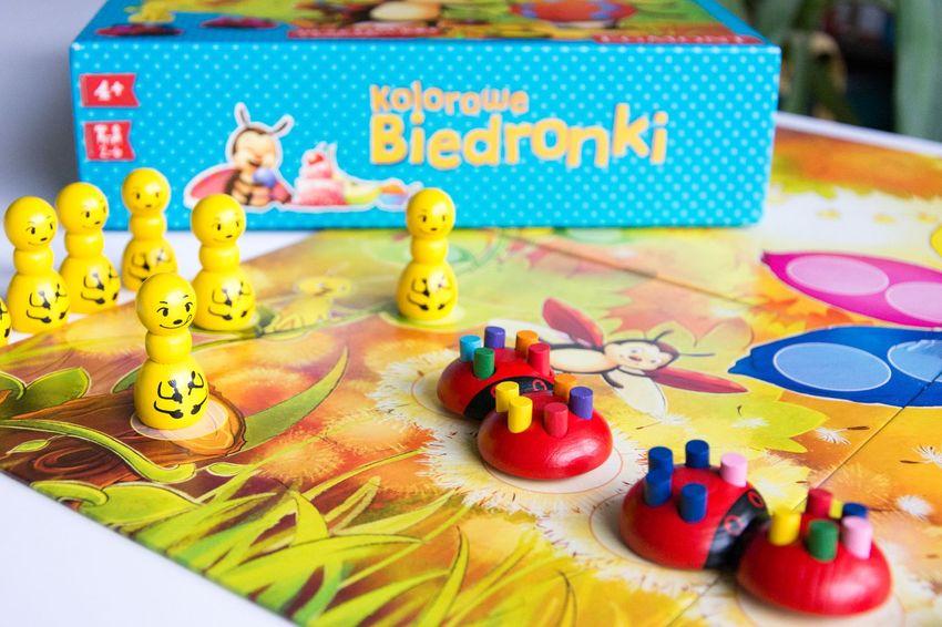 Kolorowe Biedronki gra dla przedszkolaka cudowneipozyteczne.pl