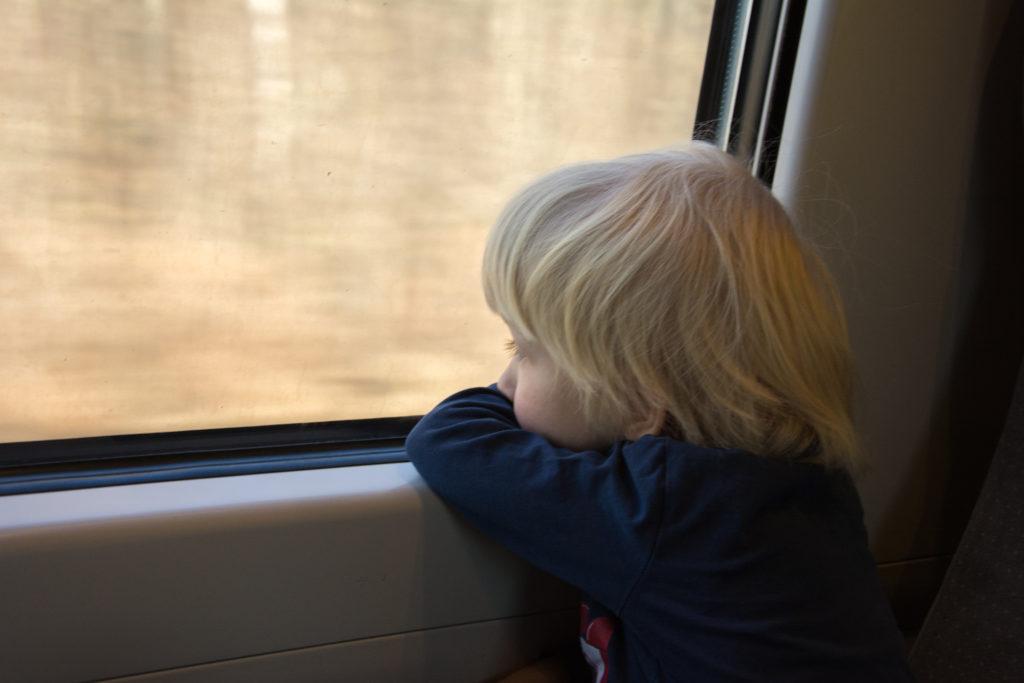 podróż pociągiem z dzieckiem
